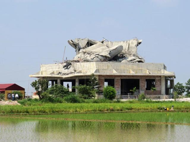 Tượng Phật cao nhất miền Bắc sau khi sập đổ. Ảnh: Giang Chinh.