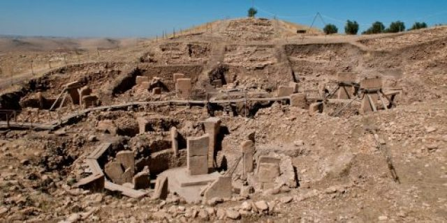 the-oldest-building-we-know-of-is-gbekli-tepe-in-present-day-turkey-built-somewhere-around-9500-bc-archaeologists-arent-certain-of-its-function-but-it-was-probably-religious