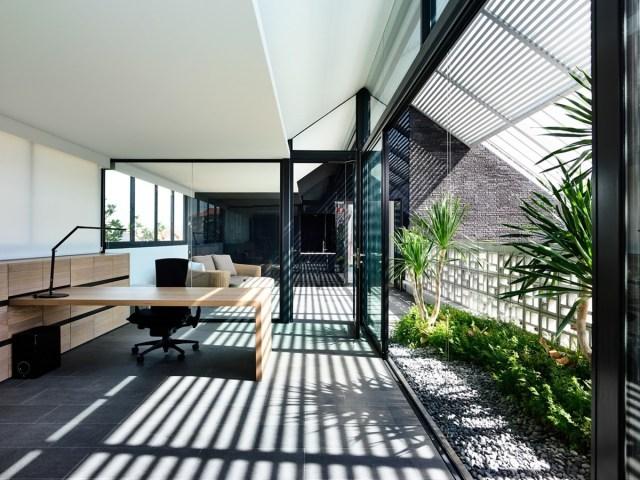 kien-viet-biet-thu-voi-can-phong-khong-mai-hyla-architects-19.jpg?resize=640%2C480&ssl=1