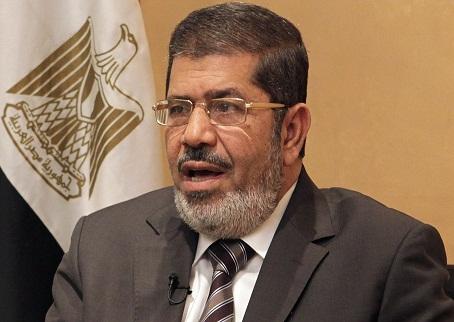 """وشوف الحماق فين وصل.. سلفي مصري يتهم الرئيس مرسي بـالخروج عن شرع الله"""" بسبب لقاء مع الفنانين"""