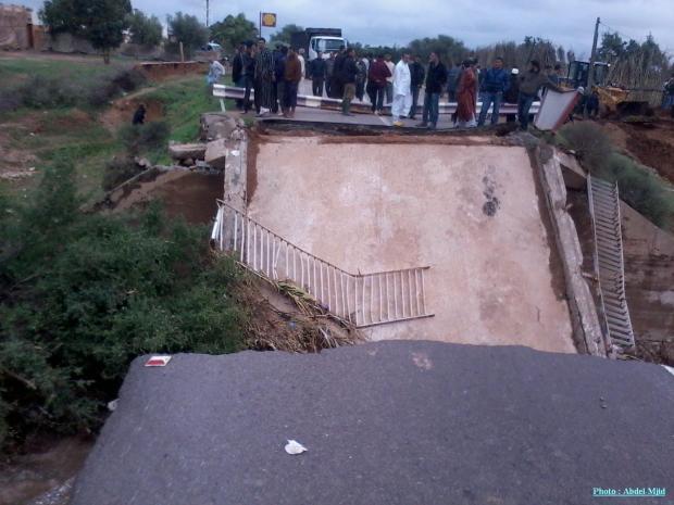 سقوط قنطرة في تارودانت.. بنية تحتية على سبة (صور)