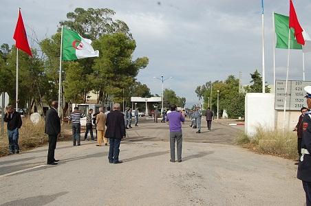 بينهم مصاب بطلق ناري.. السلطات الجزائرية تطرد 16 مغربيا
