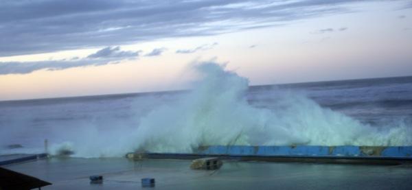 كازا.. الأمواج العالية تعود من جديد (صور)
