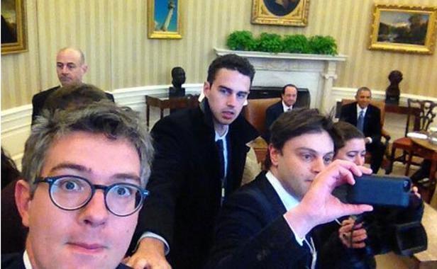 طلب منهم الأمن الانضباط.. الصحافيون الفرنسيون دارو السيبة في مكتب أوباما (صور)
