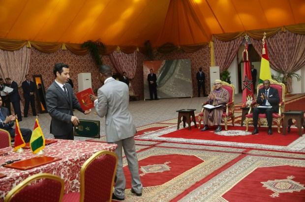 برئاسة الملك محمد السادس والرئيس الغيني.. اتفاقيات بين المغرب وغينيا
