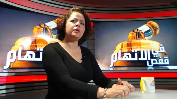 """يوم الجمعة المقبل.. مينة بوشكيوة أستاذة الفلسفة """"الموقوفة"""" في قفص الاتهام (فيديو)"""