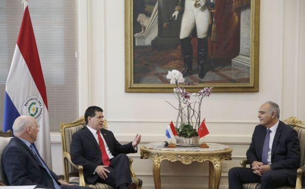 بمناسبة زيارة مزوار.. المغرب يفتح سفارته في الباراغواي قريبا