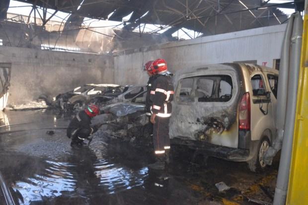 بالصور.. حريق في مستودع لبوجو سيتروين في كازا