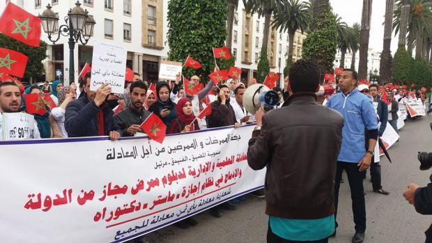 في اليوم العالمي للممرض.. الممرضون يطالبون وزارة الصحة بتنفيذ التزاماتها (صور)