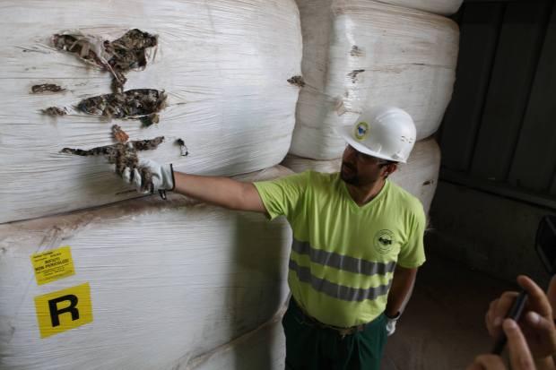 بالصور.. شحنة النفايات الإيطالية المثيرة للجدل