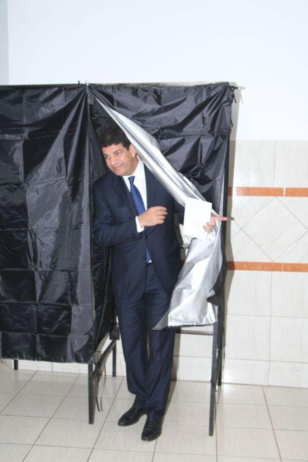 المحمدية.. مصطفى بكوري في مكتب التصويت