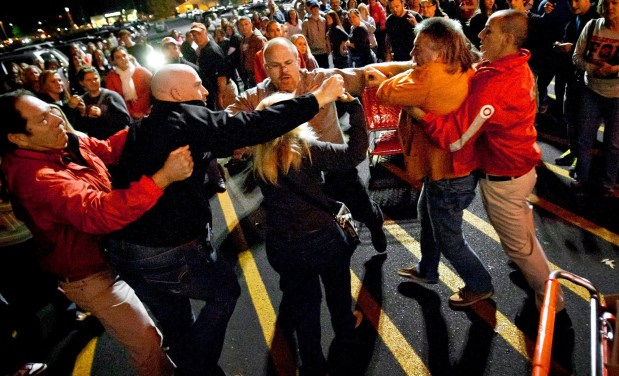 """أمريكا.. مقتل شخصين في احتفالات """"الجمعة الأسود"""""""