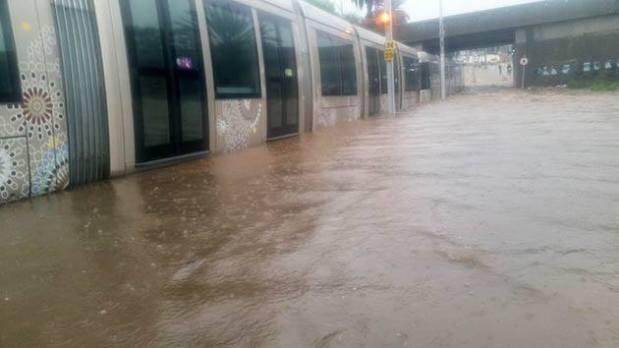 بالصور وفيديو.. شوارع مدينة سلا تغرق