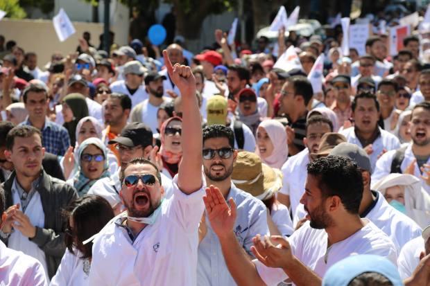 الرباط.. مسيرة أصحاب الوزرة البيضاء (صور)