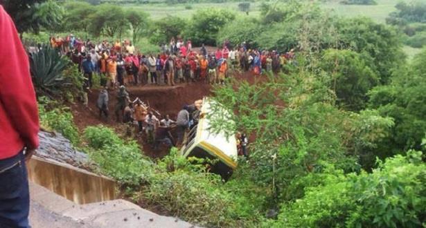 تنزانيا.. مقتل 35 شخصا في انقلاب حافلة مدرسية
