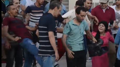 الحسيمة.. مُحتجون يعتدون على طاقم دوزيم