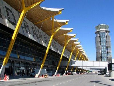 الشباب الصحراوي المعتصم في مطار مدريد: بغينا اللجوء