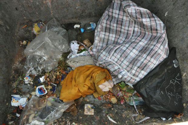 بالصور من كازا.. رضيعة وسط القمامة!