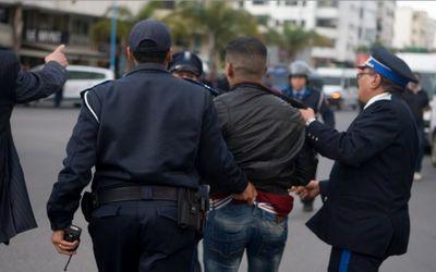 كوكايين وقرقوبي وفلوس وكاميرات.. اعتقال دراري بزناسة في طنجة