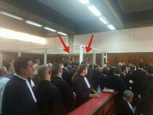 """صورة من جلسة المحاكمة.. مجموعة """"نبيل أحمجيق"""" في قفص الاتهام"""
