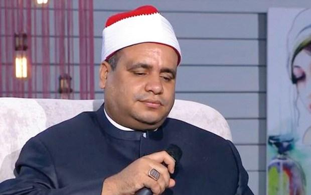 """غنى """"لسه فاكر"""" وجابها فراسو.. وزارة الأوقاف المصرية توقف شيخا في الأزهر! (فيديو)"""