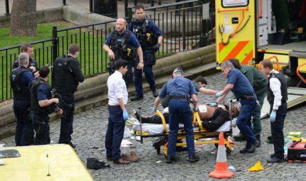 بالصور من لندن.. إصابة 18 شخصا في اعتداء في محطة مترو