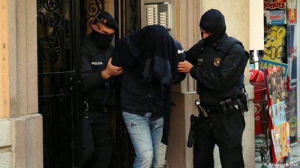 ساعد أعضاء الخلية في تحضير المتفجرات.. توقيف مغربي في إسبانيا لارتباطه باعتداءي كاتالونيا