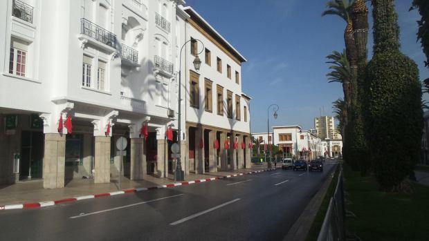 شارع محمد الخامس قادوه حيث الملك جاي للبرلمان.. كيخافو ما كيحشمو! (صور)