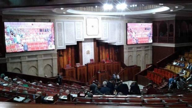المالكي داير نيولوك لمجلس النواب بشاشات كبيرة في قاعة الجلسات.. برلمان صالح للفراجة!