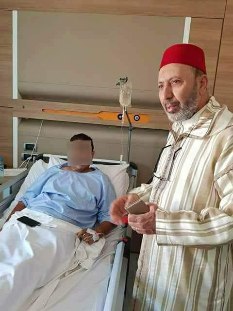 """بالصور من مراكش.. والي وعمدة مراكش يزوران ضحيتي """"جريمة المقهى"""""""