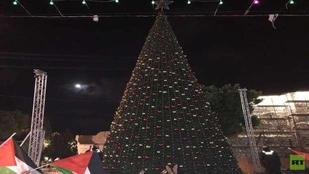 بالصور من بيت لحم.. إطفاء أنوار المسجد الأقصى وشجرة عيد الميلاد