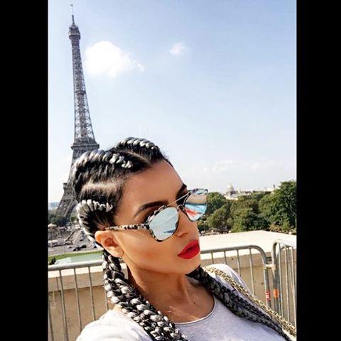 على طريقة نجوم هوليود.. فاتي جمالي بالظفيرات في باريس