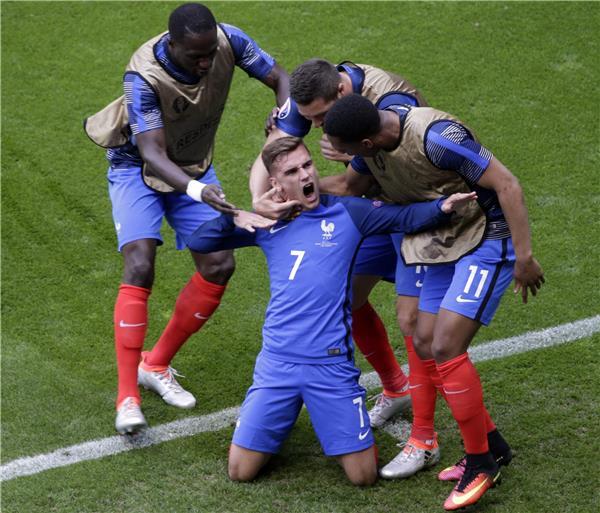 بعد فوز صعب على إيرلندا.. فرنسا تتأهل إلى دور الربع