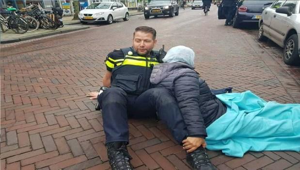 بالصور من أمستردام.. البوليسي الهولندي اللي عجب المغاربة!