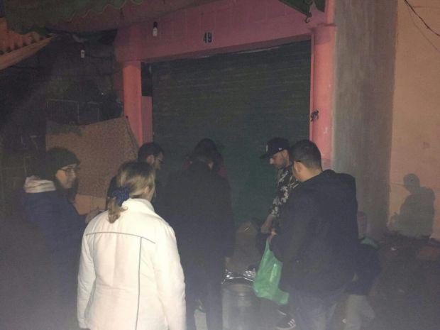 """مبادرة إنسانية في تطوان.. حملة """"دفء الشوارع"""" لإنقاذ المشردين من البرد"""