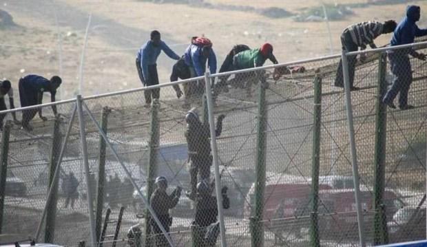 الفنيدق.. القوات المساعدة تحبط محاولة 200 مهاجر العبور إلى سبتة