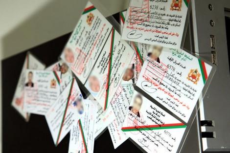 لقاو عندو دبلومات و45 بطاقة ديال الصحافة والشرفا مزورة.. توقيف نصاب كبير في طنجة!