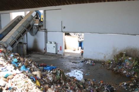 لإحداث مراكز للفرز والتثمين في مطارح النفايات.. الحكومة تبحث عن مناصب الشغل في الأزبال!