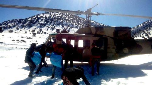بالصور.. مروحيات عسكرية لمساعدة مواطنين في إقليم أزيلال