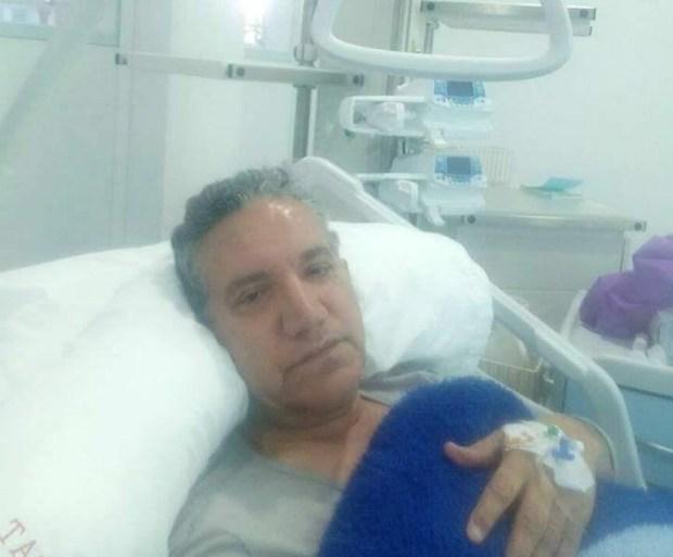 بعد إجرائه عملية جراحية.. الحاج يونس يغادر المستشفى (صور
