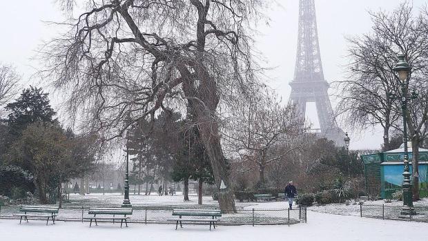 بسبب عاصفية ثلجية.. فرنسا في حالة تأهب