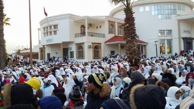 تزامنا مع زيارة العثماني.. مسيرة الحداد في جرادة (صور)