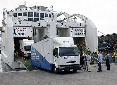 ميناء الجزيرة الخضراء.. اعتقال 6 مغاربة هربوا 7 كيلو ديال الشيرا