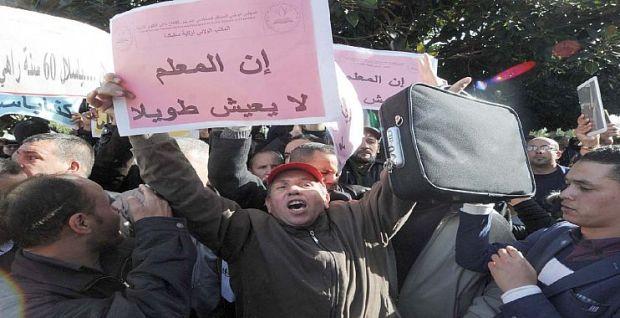 إضراب واقتطاعات وتهديد بالفصل.. القراية واقفة فالجزائر