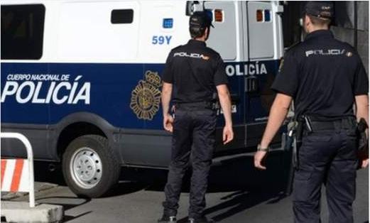 إسبانيا.. الهاتف أثناء السياقة يفضح مغربيا يهرب مخدرات