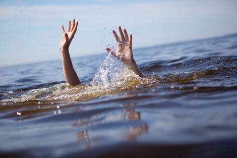 ألقى بنفسه من قنطرة.. الشرطة تحقق في وفاة شاب في نهر أم الربيع