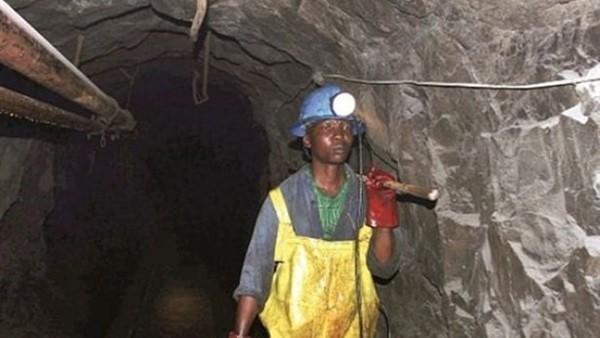 جنوب إفريقيا.. 950 عاملا في منجم للذهب عالقون تحت الأرض