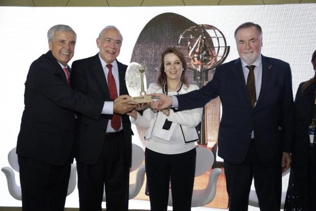 بالصور من البرازيل..أفيلال تستقبل الفائز جائزة الحسن الثاني العالمية الكبرى للماء