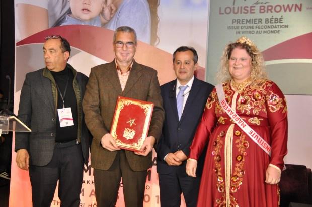 قفطان أحمر وابتسامة عريضة.. أول طفلة أنابيب في التاريخ في مراكش! (صور)