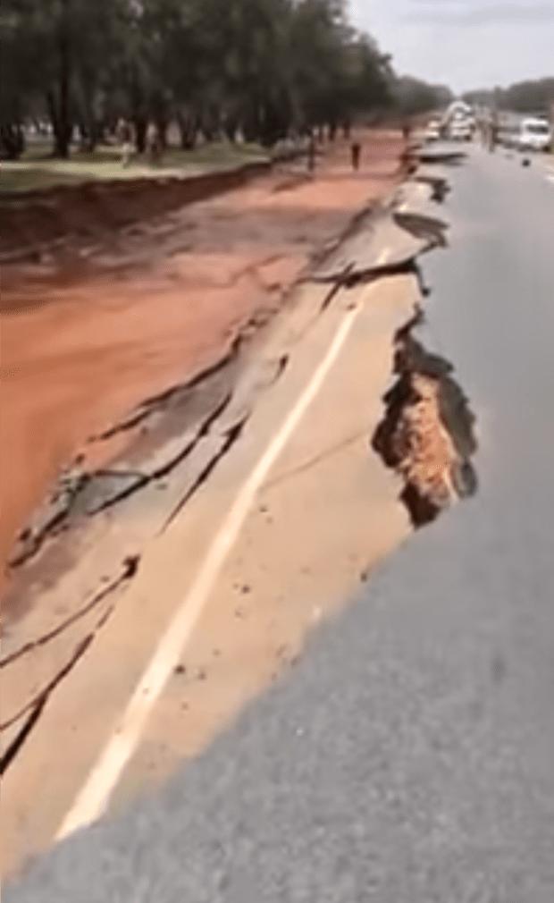 وزارة التجهيز: فيديو انهيار طريق سيدي علال البحراوي قديم